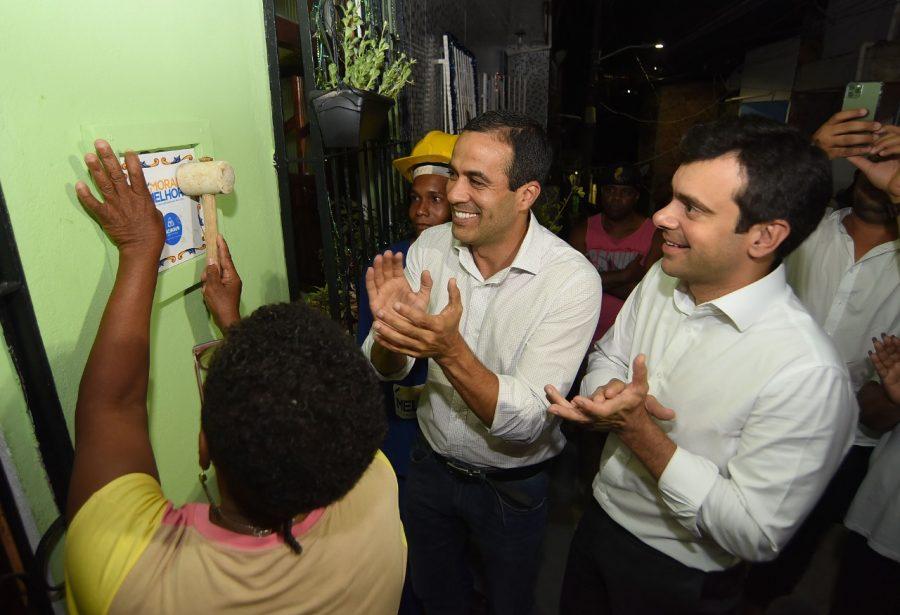 Prefeitura inaugura praça e autoriza reforma de 141 casas em Cidade Nova