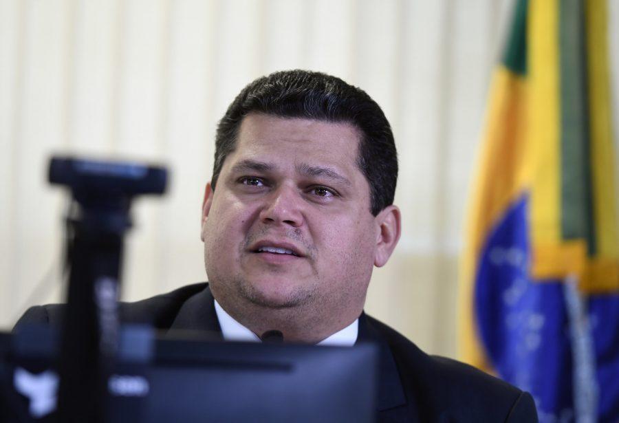 Apoio de Alcolumbre ao adiamento das eleições é afago no STF para ...