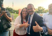 Elinaldo posa ao lado de Moema e minimiza possível embate com esposa de Caetano em 2020