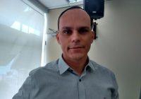 """Alberto Pimentel sai do armário, se assume bivarista e diz estar entre os que """"já notaram que tem algo errado"""" com o governo Bolsonaro"""