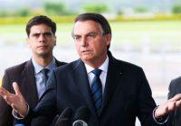 'Você está falando da tua mãe?', responde Bolsonaro sobre contratos de chefe da Secom