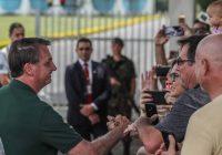 'Talkey show' de Bolsonaro reúne ex-petistas, padres e youtubers no Alvorada